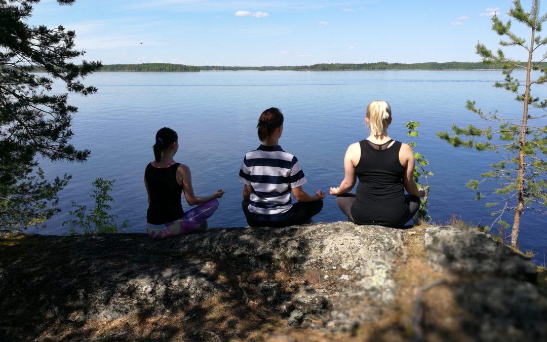 FysioSatama juhli 100-vuotiasta Suomea metsäjoogan merkeissä 17.6.2017